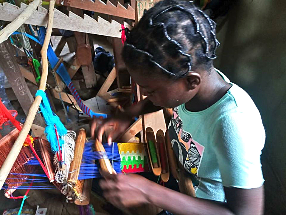 npo-africa-tys-weaving-kente-girl