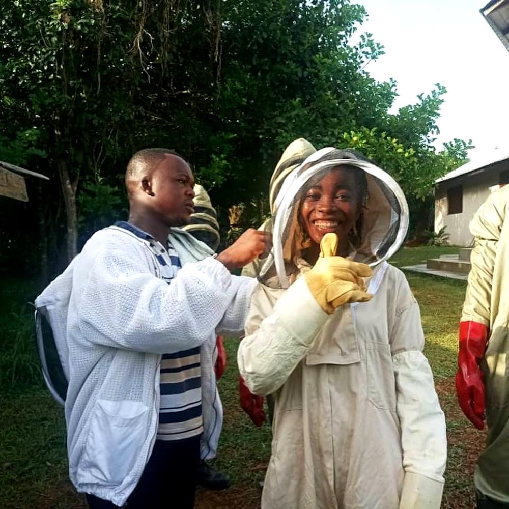 npo-africa-tys-beekeeper-suit