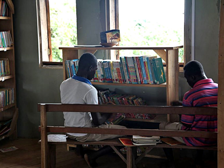 npo-africa-tys-men-reading