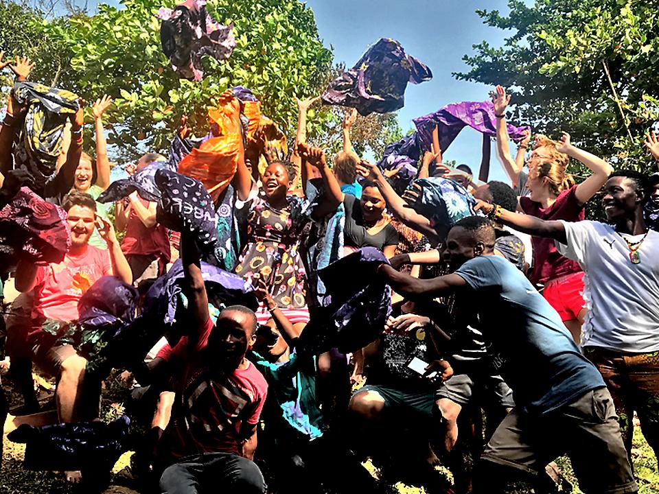 npo-africa-tys-volunteering-batik