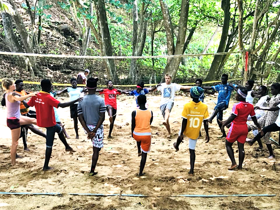 npo-africa-tys-volunteering-cirlce-dance